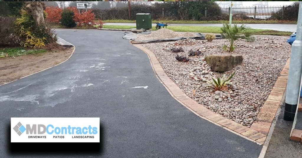 Gravel bed and tarmac driveway.